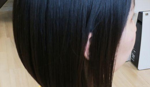 黒髪×前下がりボブで重くみえないスタイルに。